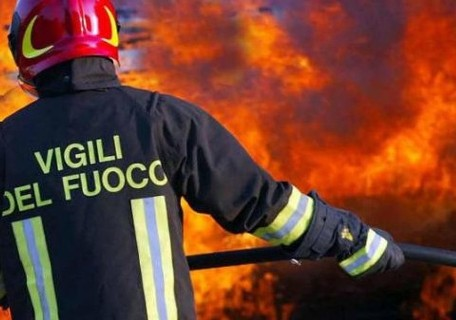 Deposito di lana distrutto da un incendio a Vena Media