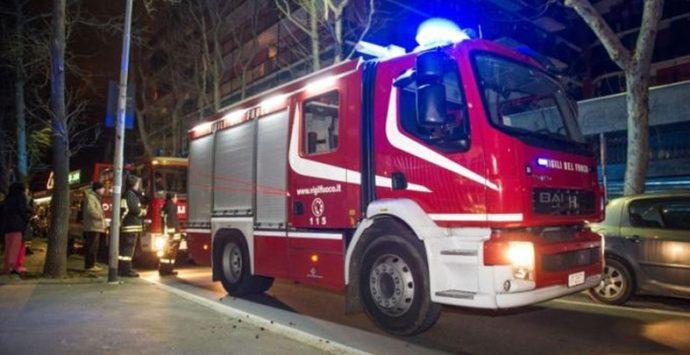 Intimidazioni nella notte a Tropea, due le auto in fiamme