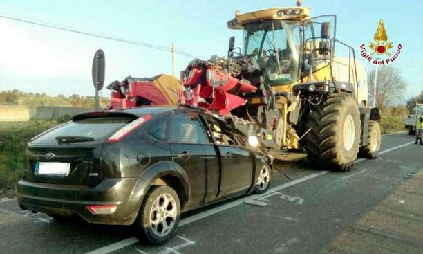 Auto contro trattore, morta la donna già gravemente ferita