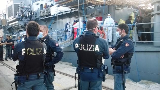Decesso migranti sbarcati a Vibo, il Sap: «Il personale venga sottoposto a profilassi»