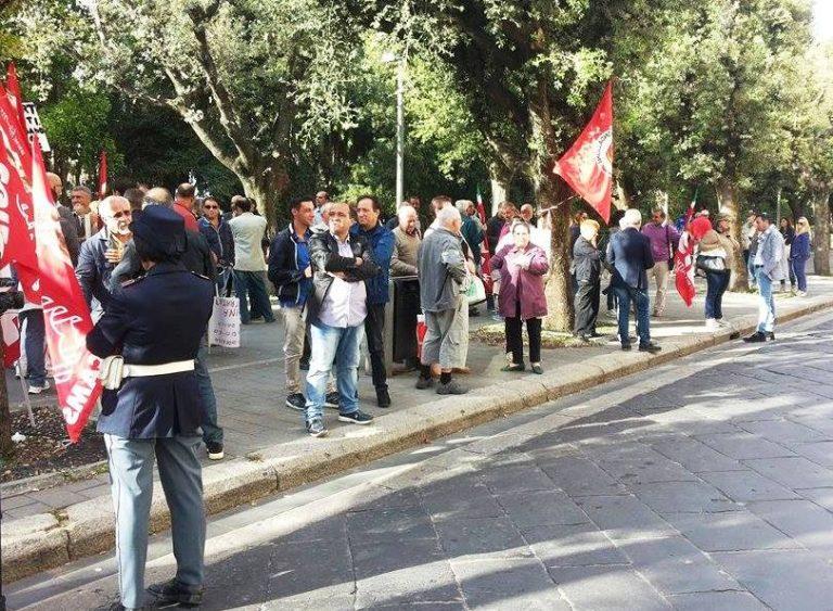 In corso la visita del ministro Orlando, fuori dal Tribunale sit-in della Cgil