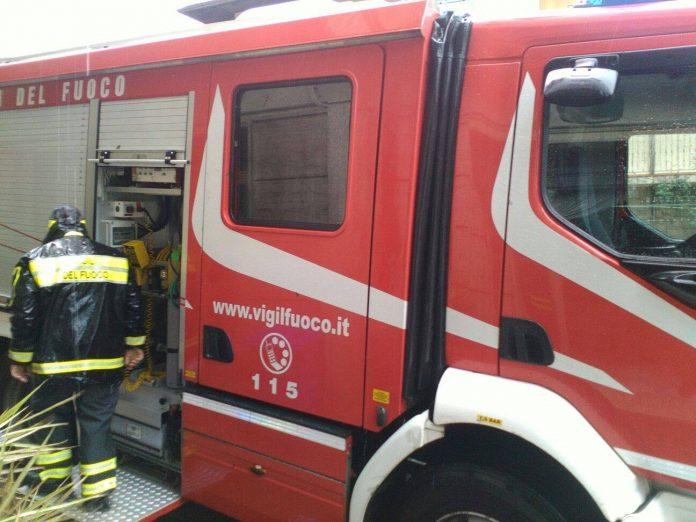I Vigili del fuoco al lavoro sotto la pioggia a Serra