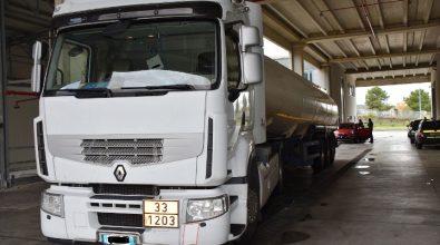 Frodava i distributori occultando carburante, denunciato