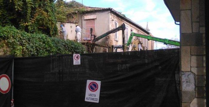 """Demolizione del """"palazzo della vergogna"""", partiti i lavori"""
