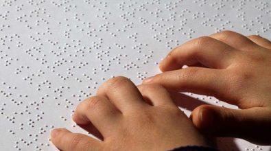 Alunna non vedente senza insegnante di Braille, parla il padre