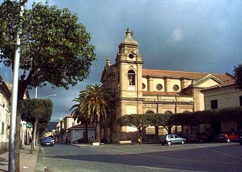 Limbadi, ordinanza di chiusura per lo storico bar di piazza Marconi