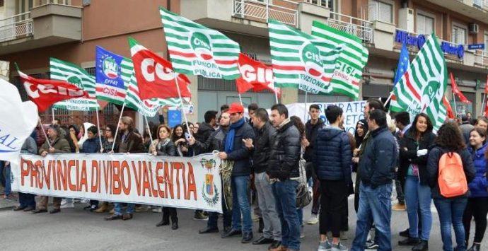 Provincia, i lavoratori trasferiti alla Regione solidali con i colleghi in lotta