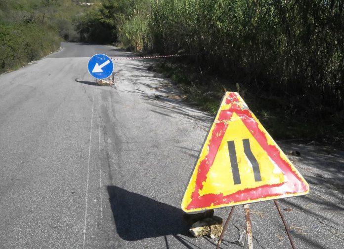 I segnali collocati in corrispondenza di un cedimento stradale