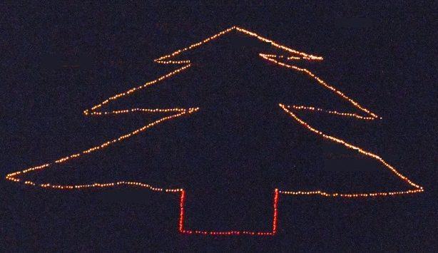 """Lo spirito natalizio si """"accende"""" con l'albero di luci sulla collina di Stefanaconi"""