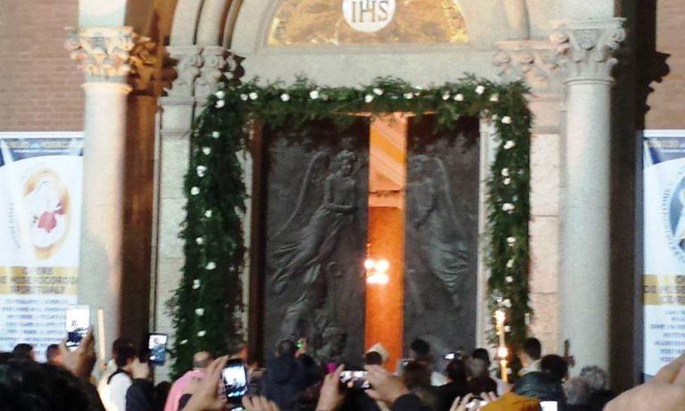 La diocesi entra nel Giubileo, aperta la porta santa