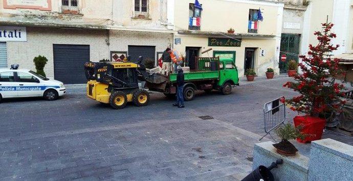 La risposta del Comune ai vandali, fioriere nuove in piazza Diaz