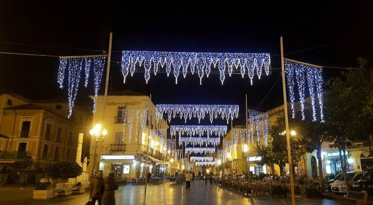 Aria di festa a Pizzo tra luminarie ed eventi natalizi
