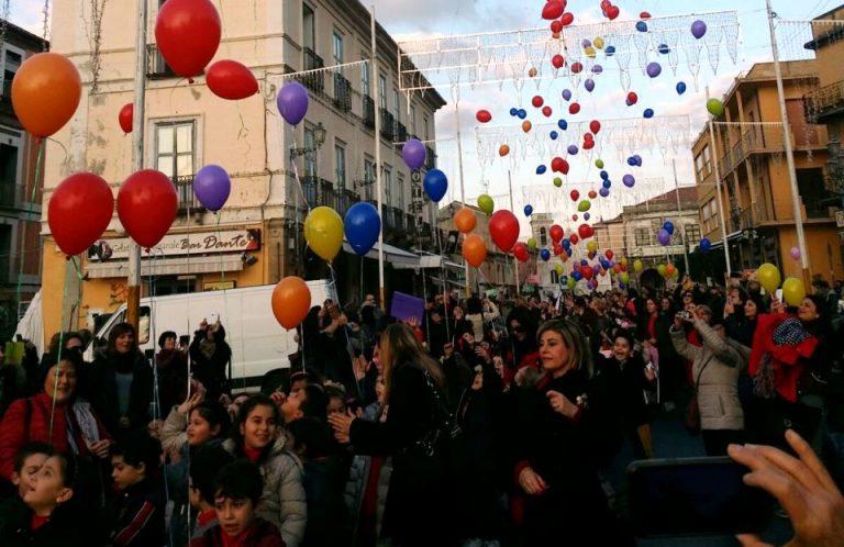 """Pizzo, centinaia di bambini alla """"Marcia della pace"""""""