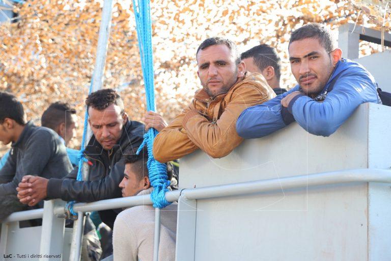 Alloggi per migranti non accreditati, 130 minori trasferiti