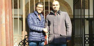 I sindaci Papillo e Iorfida davanti al Museo delle ferriere di Mongiana