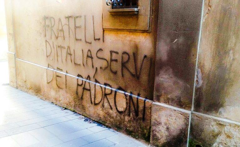 L'intervento/Gesti a metà tra vandalismo e un'idea distorta di democrazia