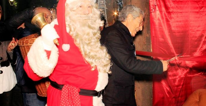 Babbo Natale abita a Vibo Marina, inaugurato il Villaggio con due km di luminarie