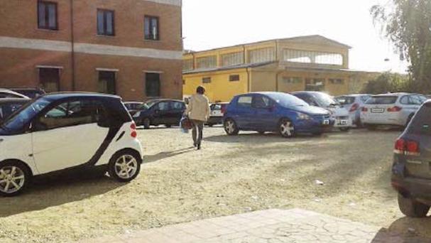 """Un parcheggio al posto del """"palazzo della vergogna"""". La rabbia dei proprietari"""