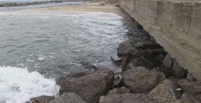 VIDEO | Erosione costiera al Pennello: quando il mare fa paura