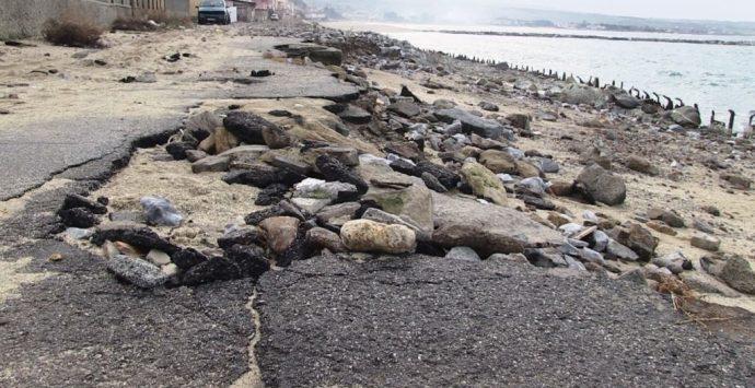 Erosione costiera al Pennello, monta la protesta: «Sette milioni buttati a mare» – FOTO/VIDEO