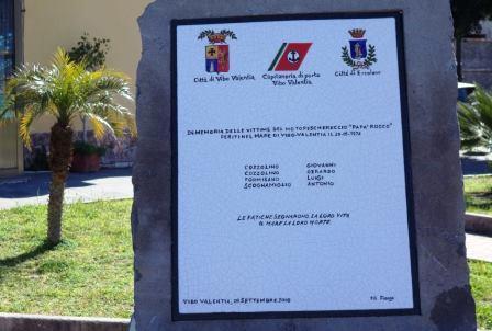 La stele che ricorda la tragedia del 1974