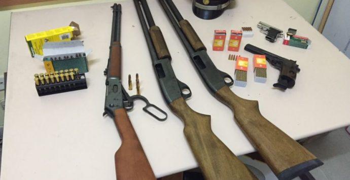 Detenevano armi e munizioni, padre e figlio in arresto
