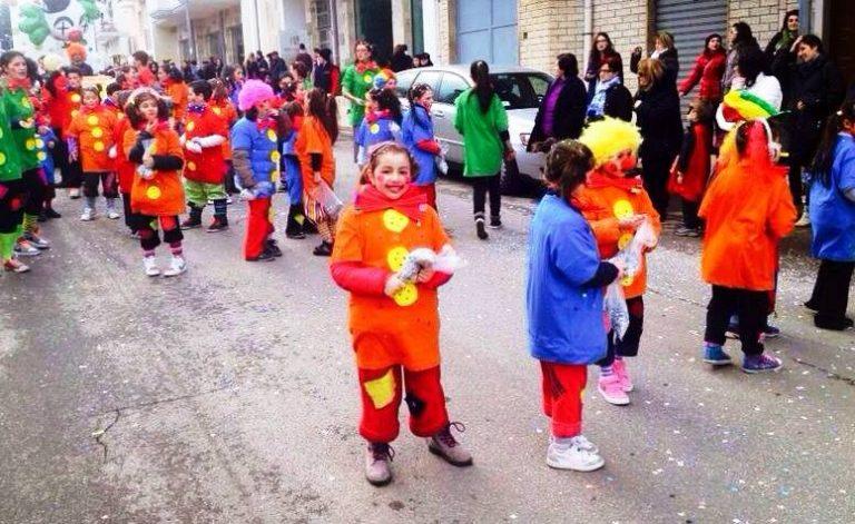 Vibo, tra maschere e allegria in piazza Municipio torna il Carnevale