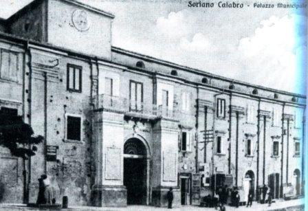 La facciata originale del Municipio di Soriano in una foto d'epoca