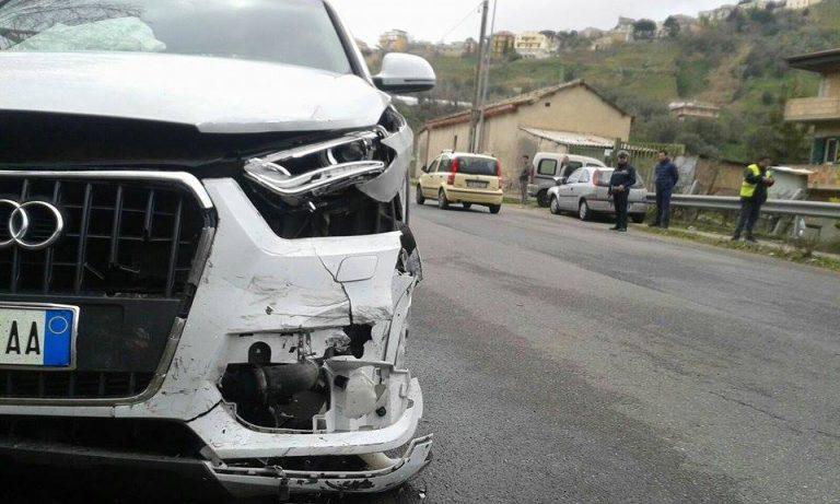 Si ribaltano con l'auto alle porte di Piscopio, quattro feriti in ospedale