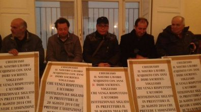 Rifiuti, nuova protesta degli operai in consiglio comunale