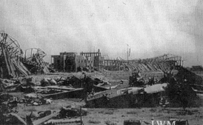 L'aeroporto dopo il bombardamento degli alleati