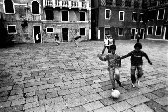 Ricadi: vietato giocare a pallone in piazza a Santa Domenica