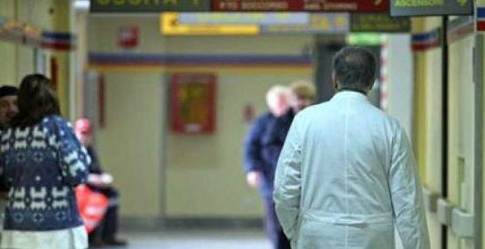 Sanitari no vax sospesi in Calabria, c'è anche un operatore dello Jazzolino