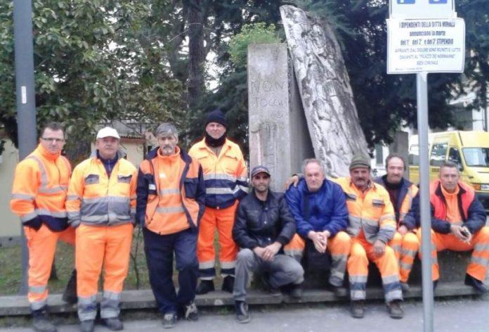 Gli operai in sciopero a Mileto