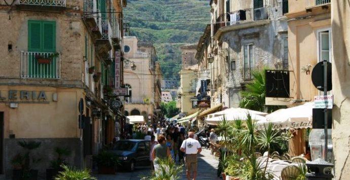 Occupazione suolo pubblico, il Consiglio di Tropea decide di non decidere