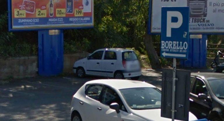 Pizzo, parcheggio Borello chiuso per caduta massi
