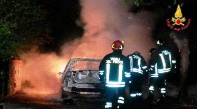 Auto in fiamme nella notte a Pizzo
