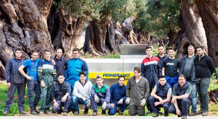 Gli studenti con il team dell'azienda