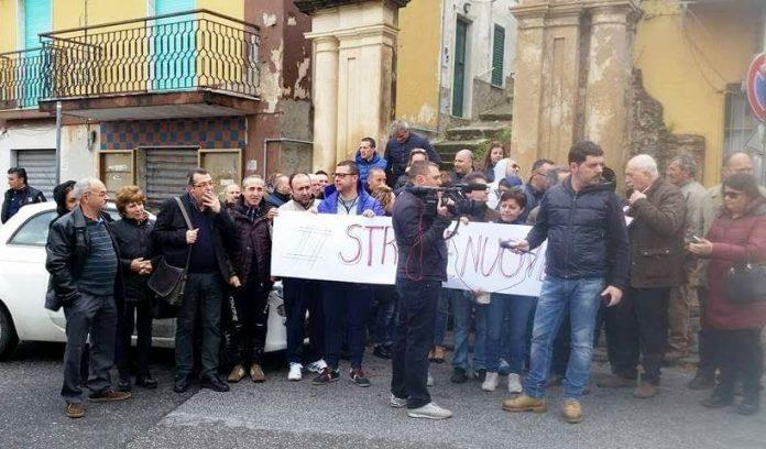Cittadini di Monterosso in strada