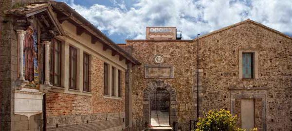 L'interno di Palazzo Santa Chiara