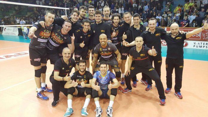 Foto di gruppo dopo la vittoria al tie break