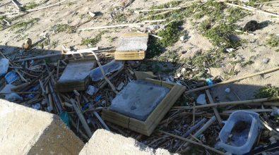VIDEO | Degrado a Vibo Marina: rifiuti e incuria imperano sulle spiagge