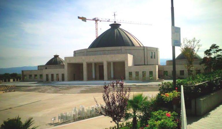 Chiese chiuse, il paese di Natuzza si schiera dalla parte dei vescovi – Video