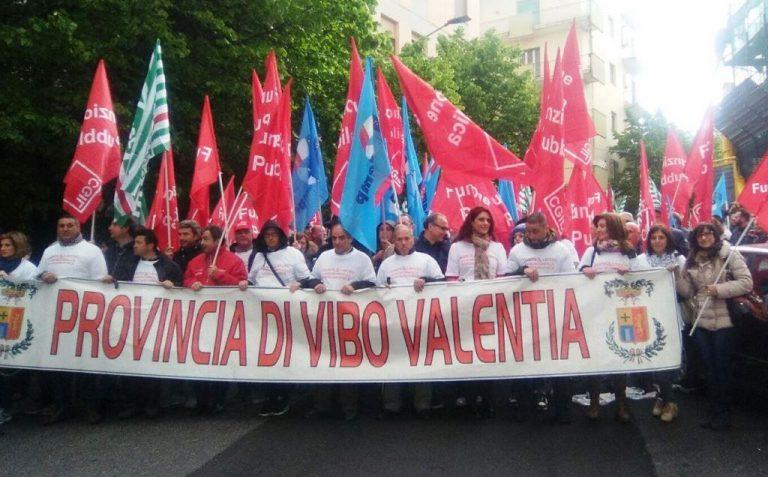 Provincia, lavoratori in marcia a Catanzaro in attesa d'incontrare Alfano