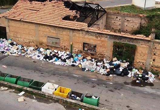 Vibo Marina, ripulita la spiaggia …ma in periferia regnano le discariche (VIDEO)