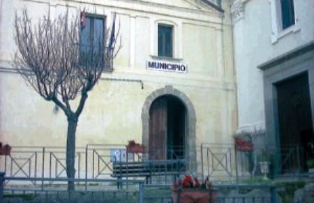 Comune di Nicotera: dipendenti e responsabili degli uffici segnalati per una sfilza di reati