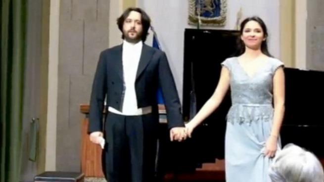 """""""Al chiaro di luna"""", ecco i """"gemelli del pianoforte"""" Francesco e Antonia Comito"""