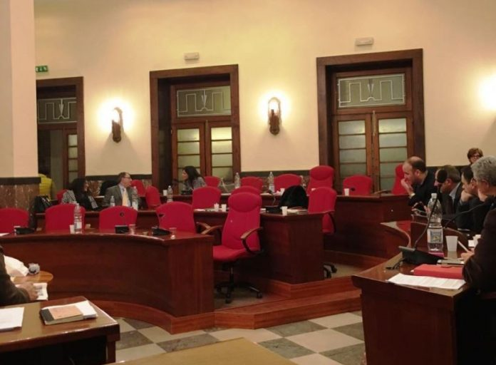 L'aula del Consiglio semideserta