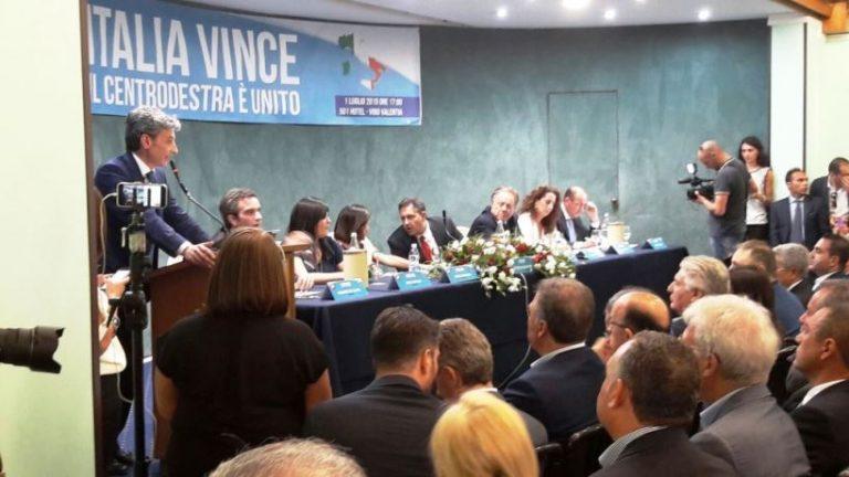 Forza Italia fa il pienone e rilancia: «Da Vibo riparte il centrodestra»