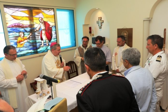 La messa nella cappella Santa Barbara